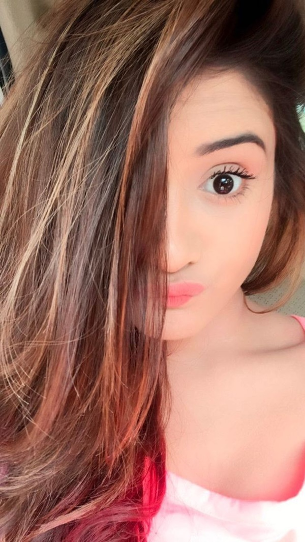 Best Selfie Poses For Girls To Look Super Cute