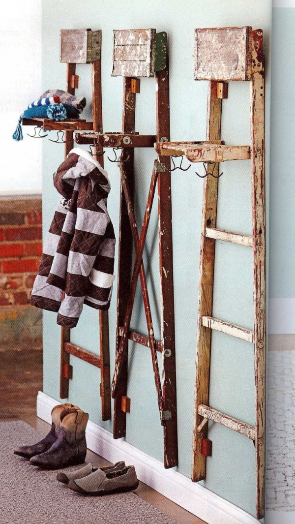 Ways You Can Use An Old Ladder For Home Decoration